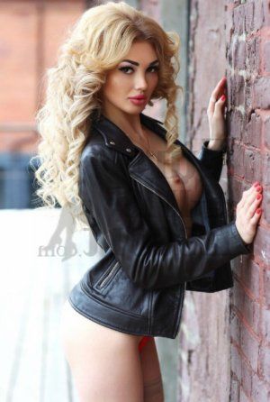 Adryana escort girl