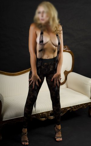 Prunelle vip escort girl