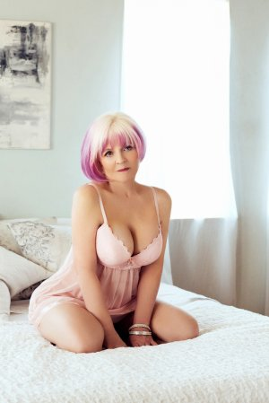 Eloa vip escort girls in Laguna Beach CA