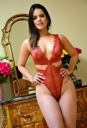 Adriana escort girl in Farmington